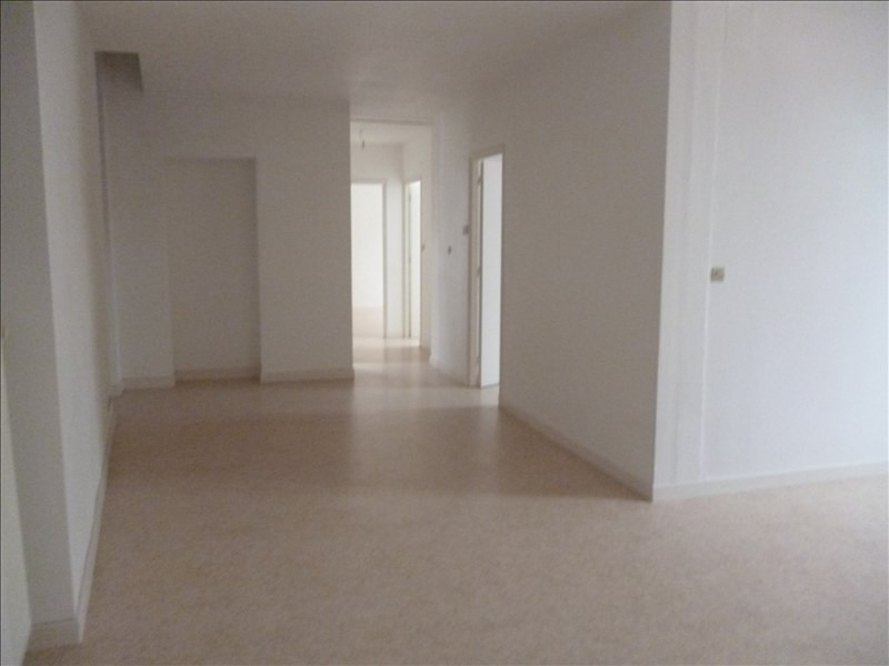 Location appartement Le coteau 403€ CC - Photo 1
