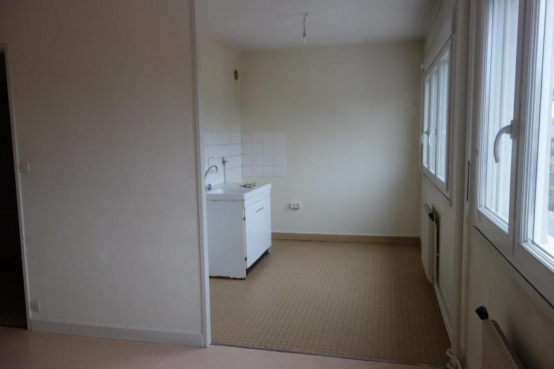 Location appartement Le coteau 346€ CC - Photo 1