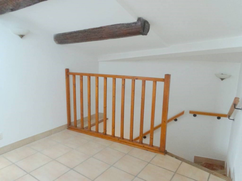 Location maison / villa Domazan 570€ CC - Photo 6