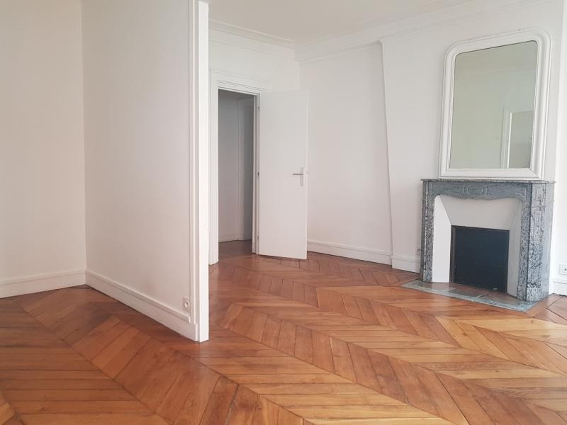Rental apartment Paris 3ème 2 500€ CC - Picture 2