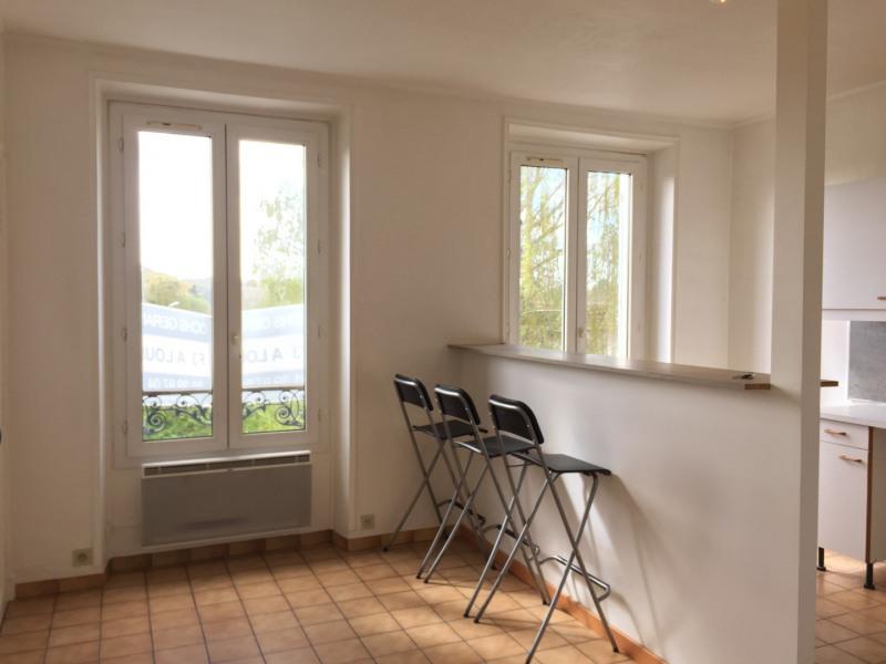 Rental apartment Auvers-sur-oise 680€ CC - Picture 1