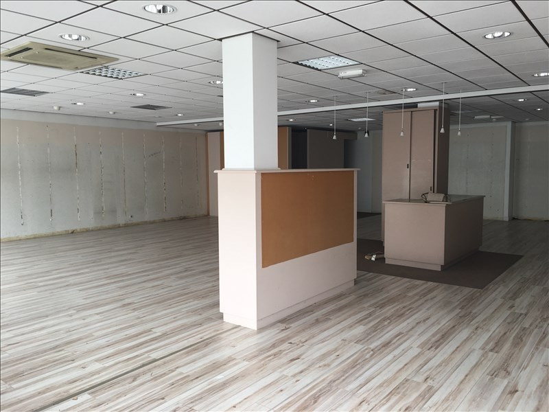 Location local commercial Fougeres 1500€ HT/HC - Photo 1