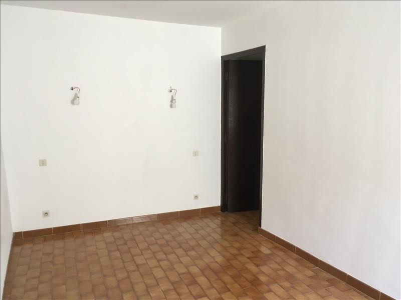 Location appartement Eyguieres 650€ CC - Photo 9