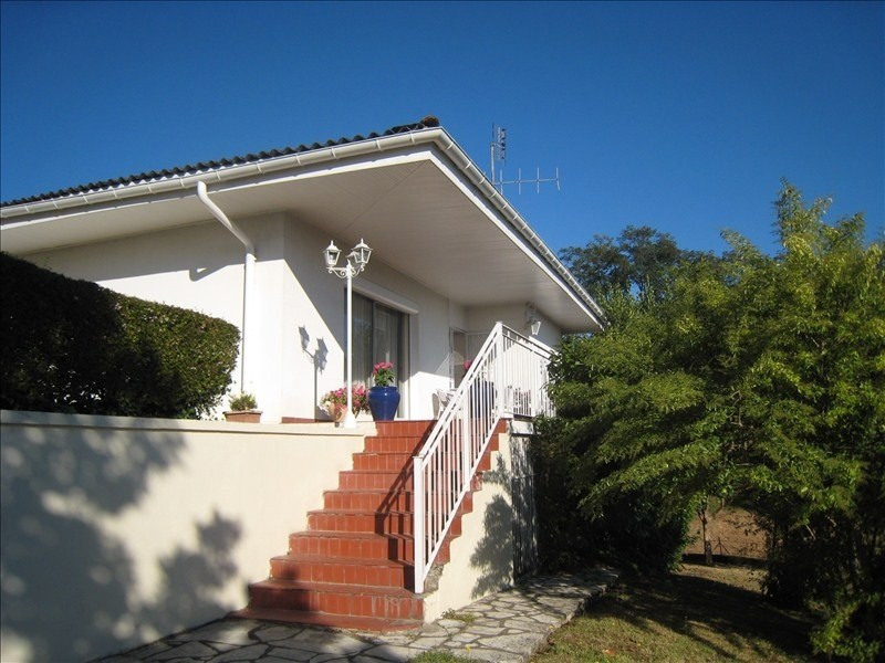 Sale house / villa Le passage 299 250€ - Picture 1