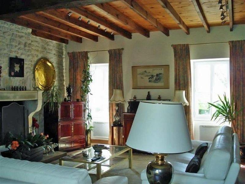 Sale house / villa Saint-jean-d'angély 299000€ - Picture 3