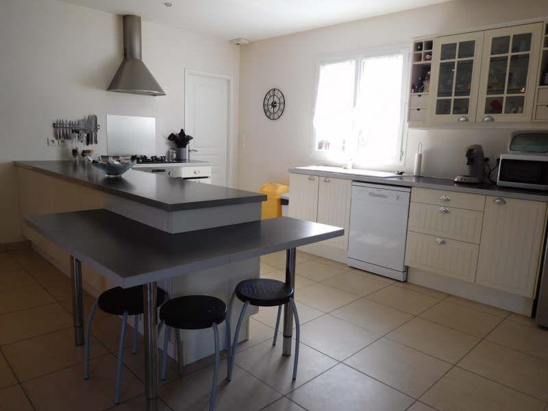 Sale house / villa St laurent d arce 325000€ - Picture 4