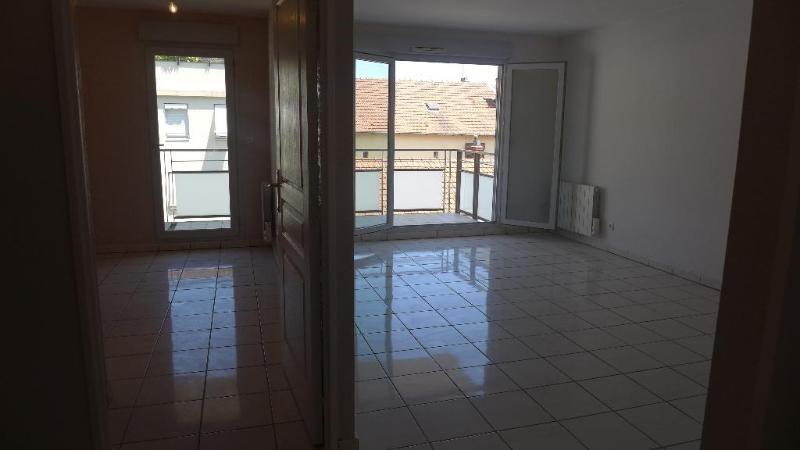 Rental apartment Villeurbanne 750€ CC - Picture 2