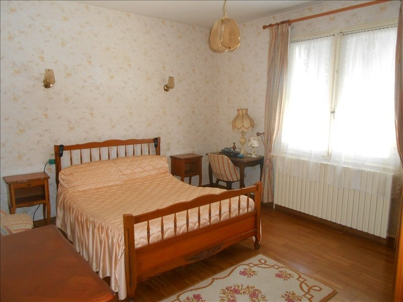 Sale house / villa St jean d angely 133 125€ - Picture 4