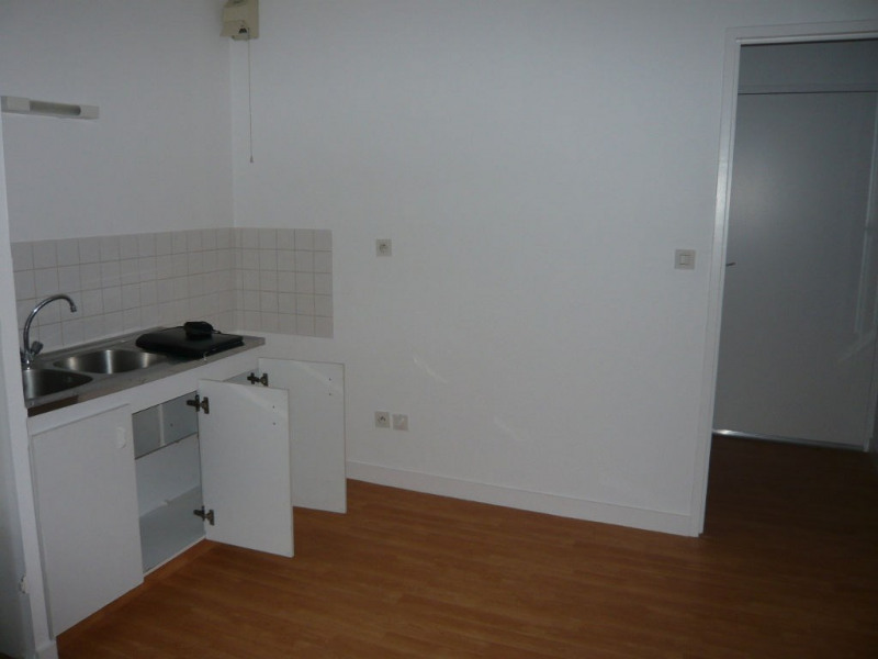 Rental apartment Laval 355€ CC - Picture 2