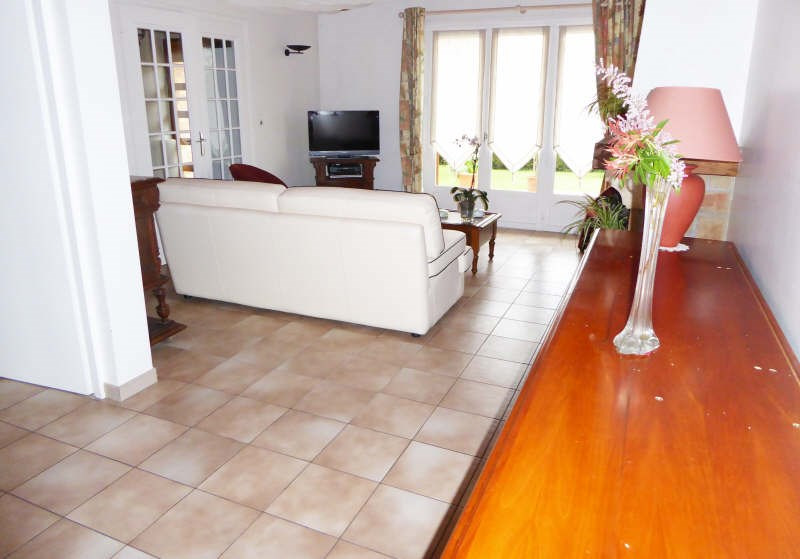 Sale house / villa Maurepas 389 000€ - Picture 3
