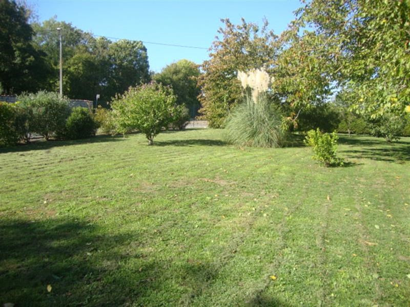 Sale site Villeneuve-la-comtesse 27 250€ - Picture 1