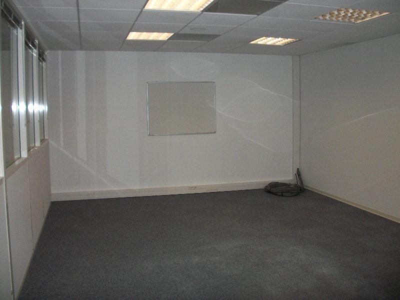 vente bureau n mes gard 30 150 m r f rence n 30 1260. Black Bedroom Furniture Sets. Home Design Ideas