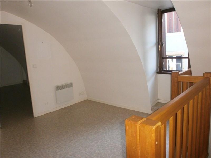 Location appartement Espalion 340€ CC - Photo 1