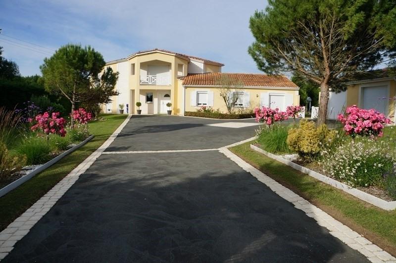 Vente de prestige maison / villa Cherves richemont 628950€ - Photo 1