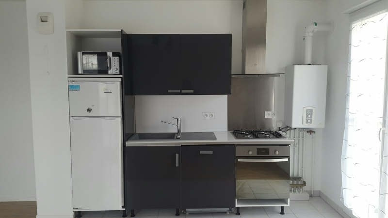 Rental apartment Grisy suisnes 750€ CC - Picture 3