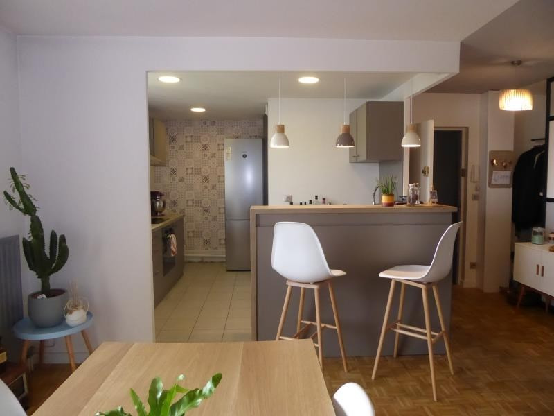 Sale apartment Lyon 7ème 400000€ - Picture 2