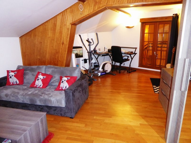 Rental apartment Guyancourt 783€ CC - Picture 1