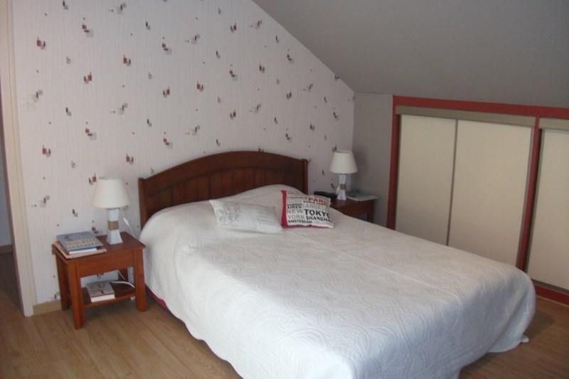 Sale house / villa Pont croix 332800€ - Picture 8