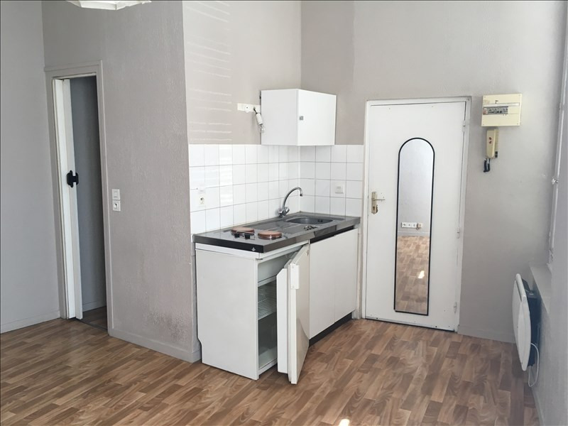 Rental apartment Vendome 285€ CC - Picture 1