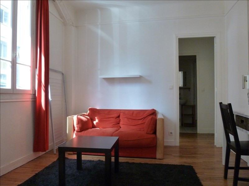 Location appartement Paris 15ème 900€ CC - Photo 1