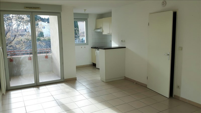 Location appartement Poussan 530€ CC - Photo 1