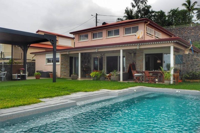 Deluxe sale house / villa La possession 695000€ - Picture 2