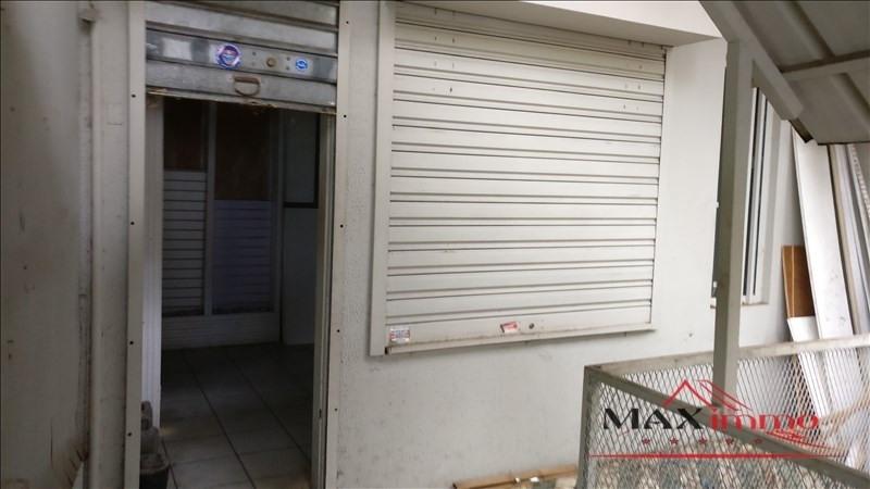 Location local commercial St joseph 830€ HT/HC - Photo 1
