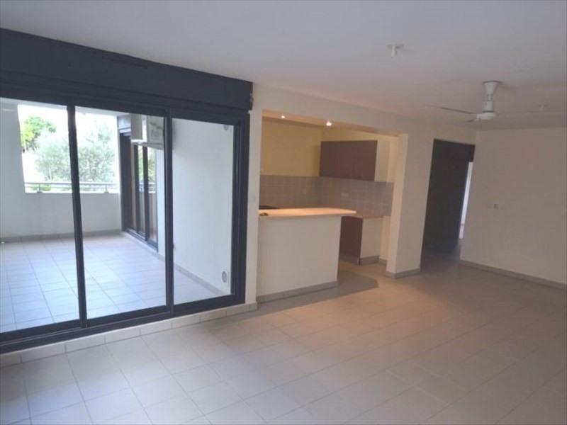 Location appartement St pierre 913€ CC - Photo 1