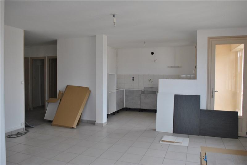 Rental apartment Riorges 550€ CC - Picture 1