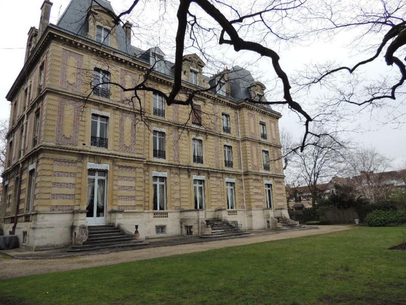 Sale apartment Chatou 630000€ - Picture 1