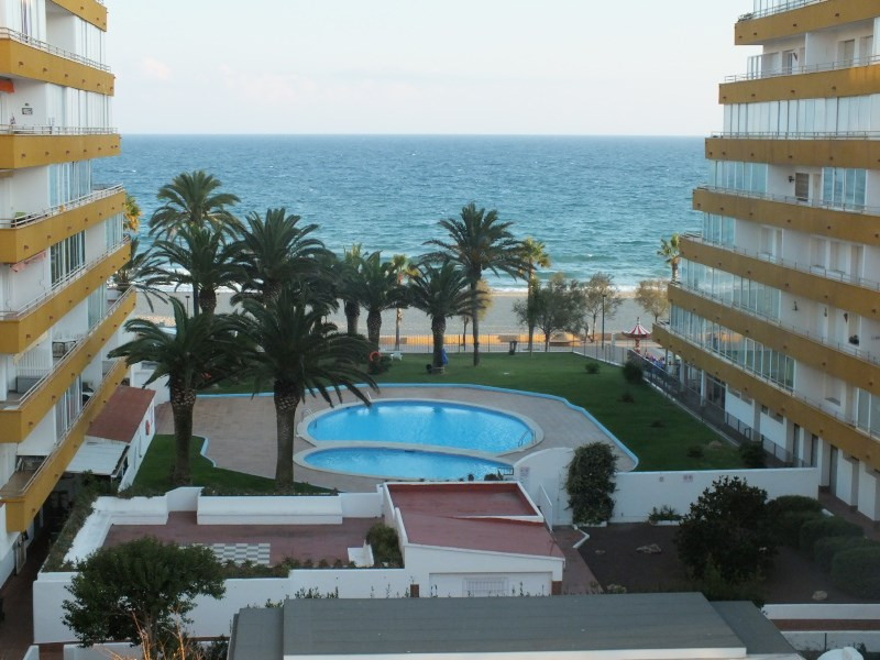 Location vacances appartement Rosas-santa-margarita 368€ - Photo 2