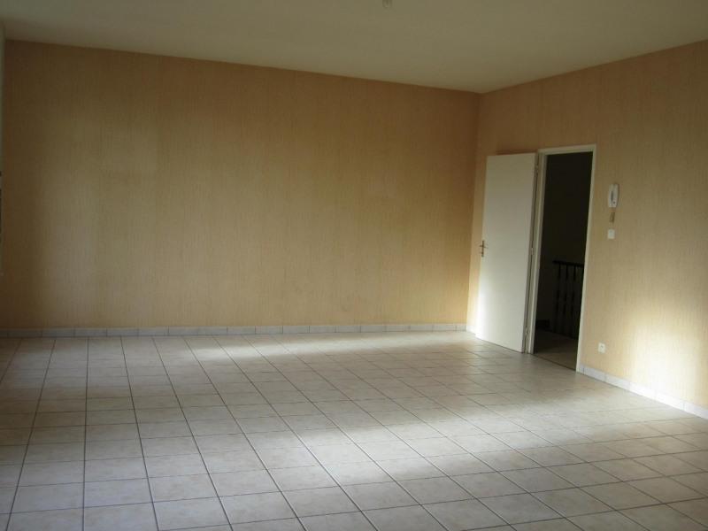 Rental apartment Baignes-sainte-radegonde 418€ CC - Picture 2
