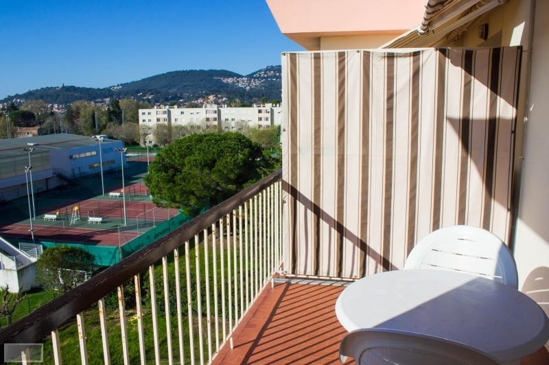 Vente appartement Hyeres 200 000€ - Photo 2
