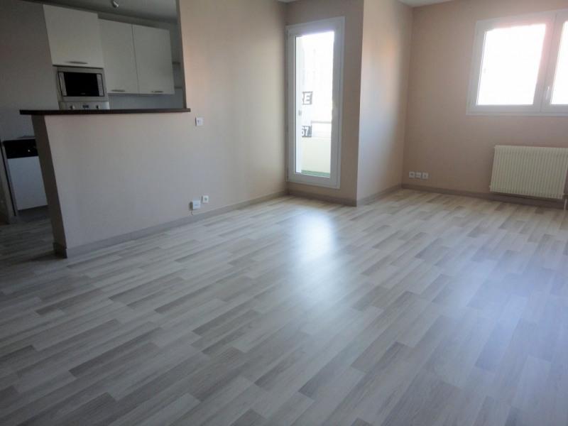 Location appartement Élancourt 950€ CC - Photo 3