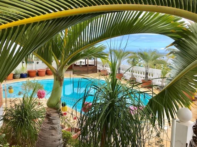 Deluxe sale house / villa St gilles les bains 729000€ - Picture 2