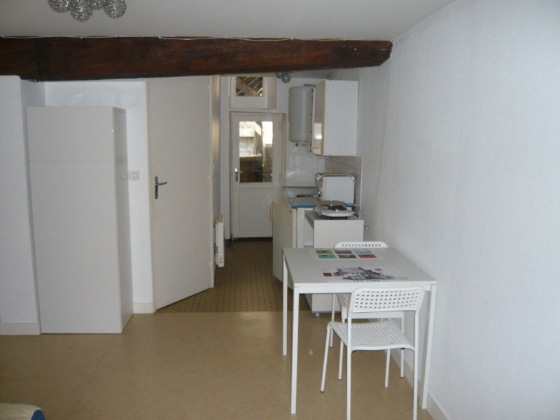 Rental apartment Laval 260€ CC - Picture 1