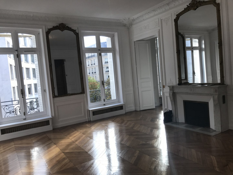 Rental apartment Paris 8ème 4 092€ CC - Picture 2