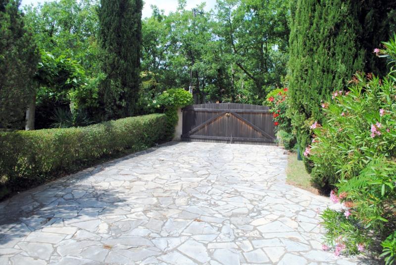 Vente maison / villa Bagnols-en-forêt 525000€ - Photo 12