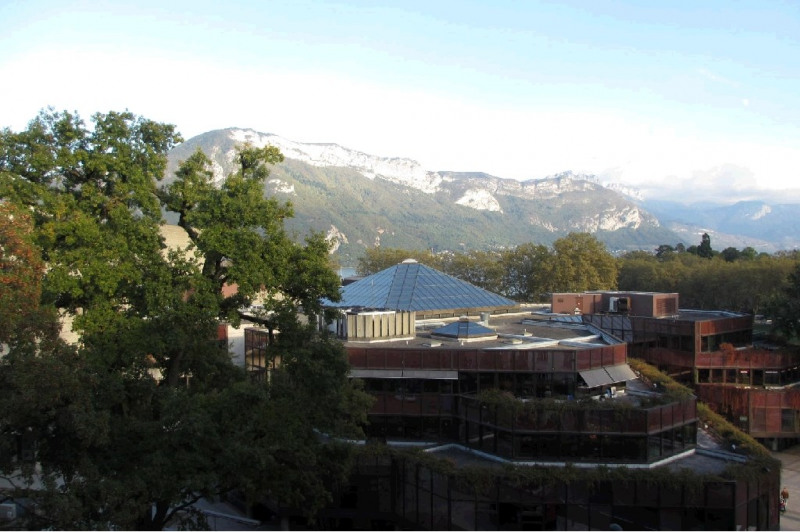 Location appartement Annecy 969€ CC - Photo 1