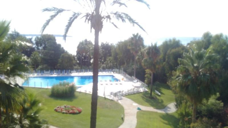 Sale apartment Golfe juan 400 000€ - Picture 1