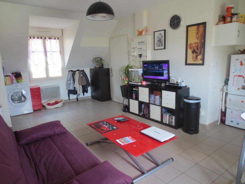 Rental apartment Chars 550€ CC - Picture 1