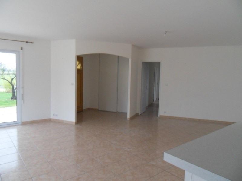 Location maison / villa Coulonges 750€ +CH - Photo 5