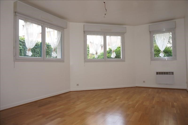 Rental apartment Courbevoie 990€ CC - Picture 1