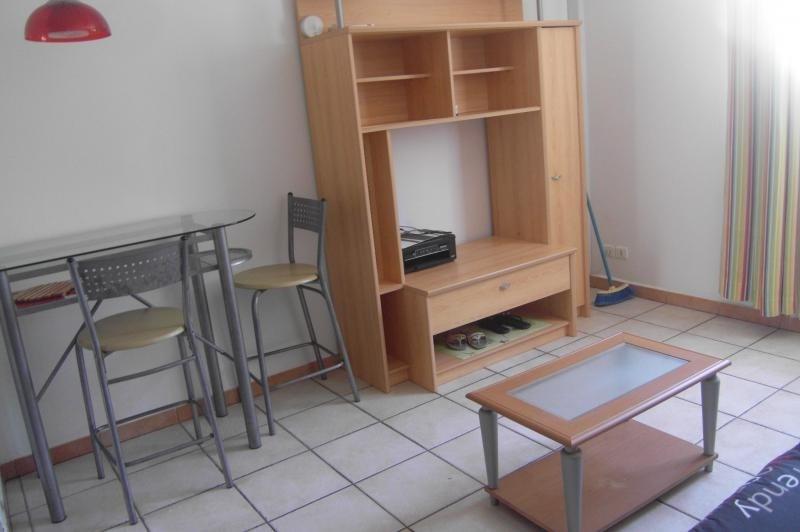 Alquiler  apartamento St denis 460€ CC - Fotografía 2