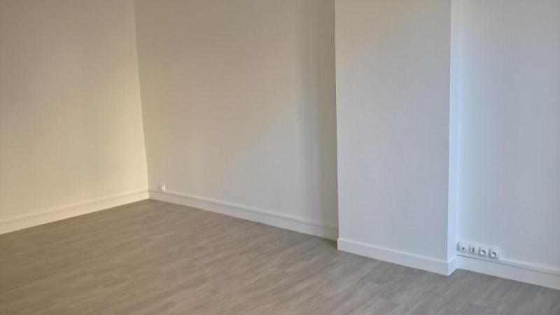 Location appartement Lyon 6ème 499€cc - Photo 2