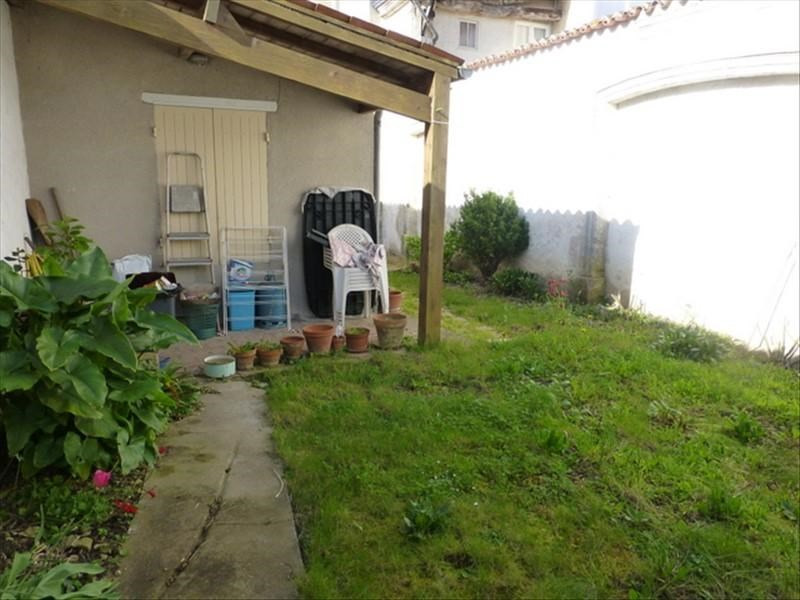 Rental apartment St jean d angely 450€ CC - Picture 2