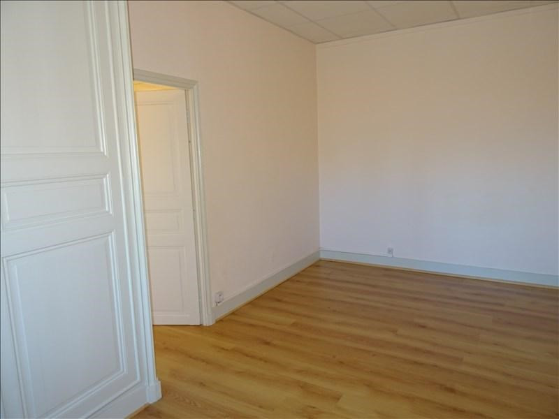 Rental apartment St germain lespinasse 362€ CC - Picture 2