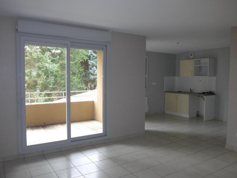 Location appartement Curis au mont d or 745€ CC - Photo 2