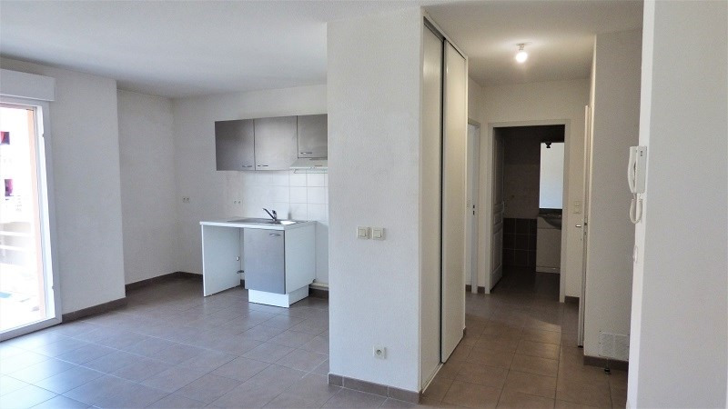 Rental apartment St genis pouilly 923€ CC - Picture 1