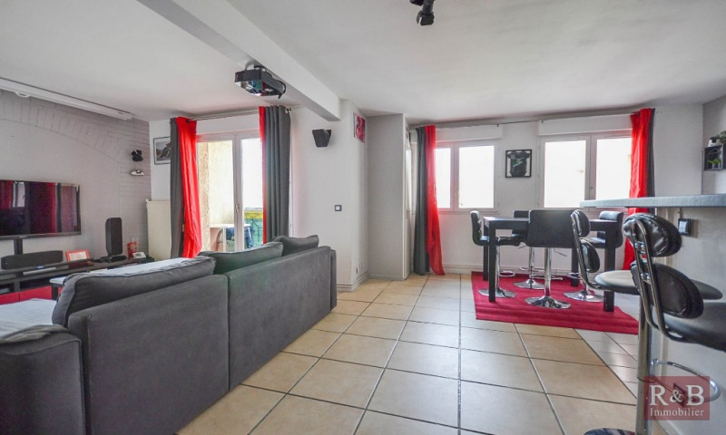 Sale apartment Plaisir 210000€ - Picture 2